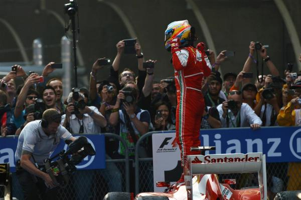 Fernando Alonso celebra victoria Shanghai