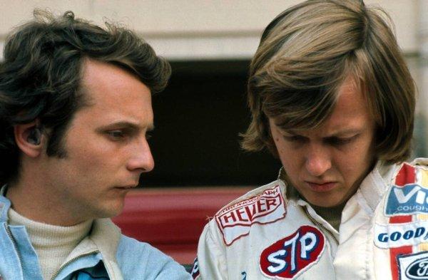 Lauda junto a Peterson, compañero de equipo de March en sus inicios