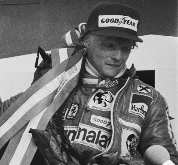 Lauda celebrando el bicampeonato del mundo con Ferrari